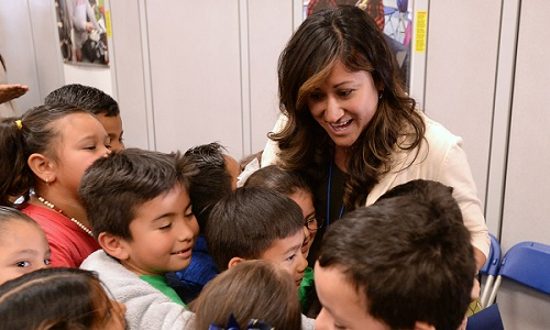 Katherine Shaw with Washington Elementary students