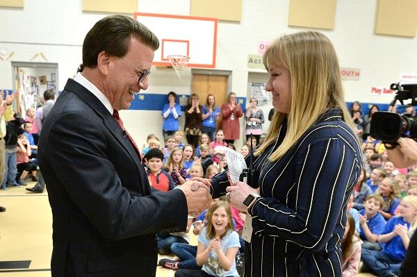 Felicia Casto wins Milken Educator Award at Rim Rock Elementary