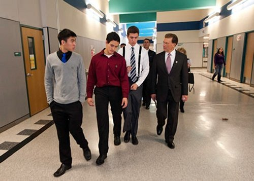 lowell milken kristina carssow students tour8055